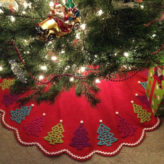 No Sew Tree Skirt Using A Basic Scalloped Tree Skirt And Felt Tree Ornaments.