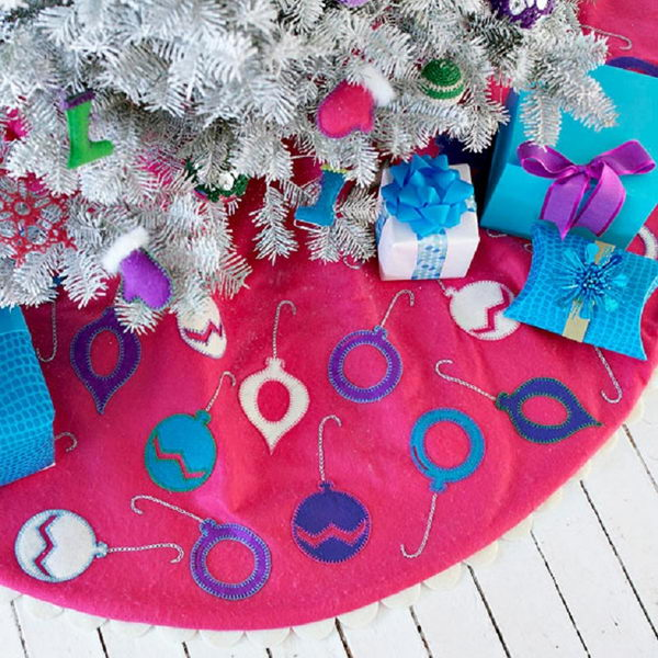 Easy Ornament Trimmed Tree Skirt.