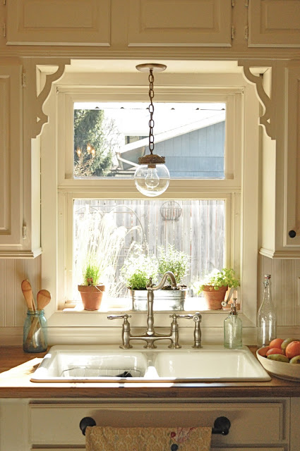 Farmhouse Kitchen Window Treatment Using Corbels.