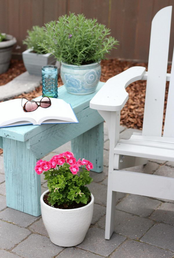 40 awesome diy side table ideas for outdoors and indoors for Cheap side table ideas