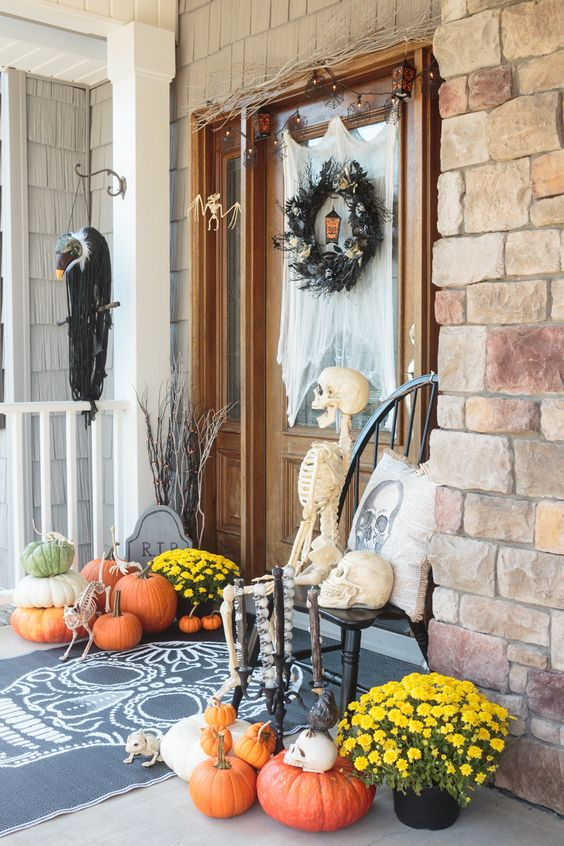 50+ Halloween Front Porch Decorations - Hative